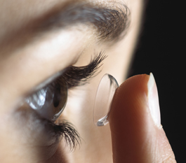 Kontaktlinse-Auge