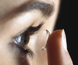 Pflege der Kontaktlinsen
